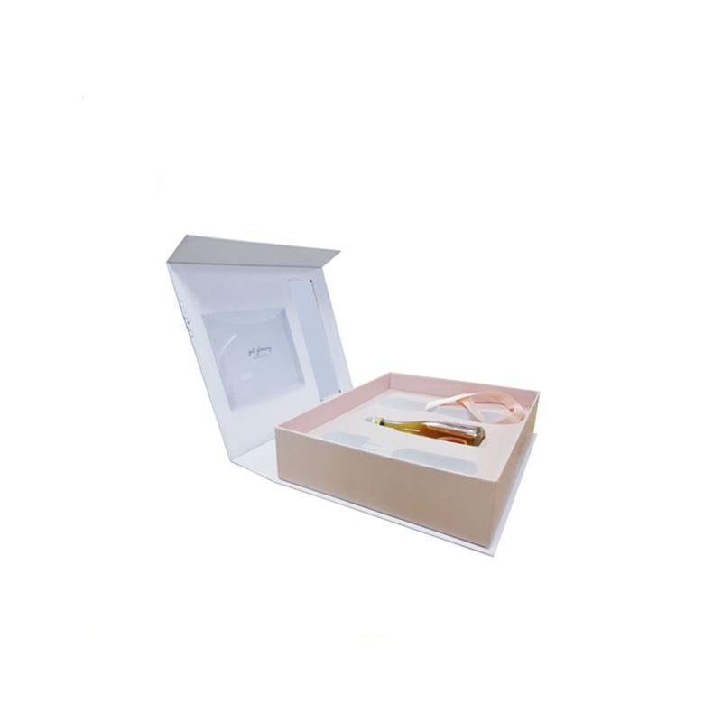 Cosmetic Packaging 03